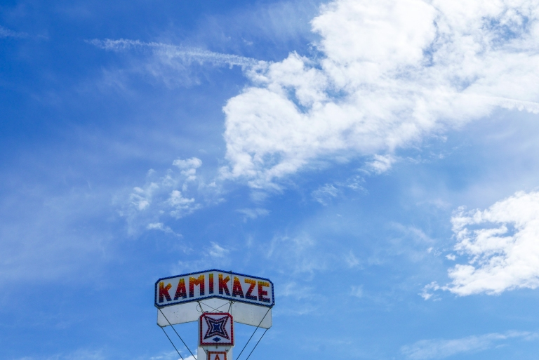 Kamikaze.  Leica D Lux Typ 109 (1/800s @f/8 ISO200)